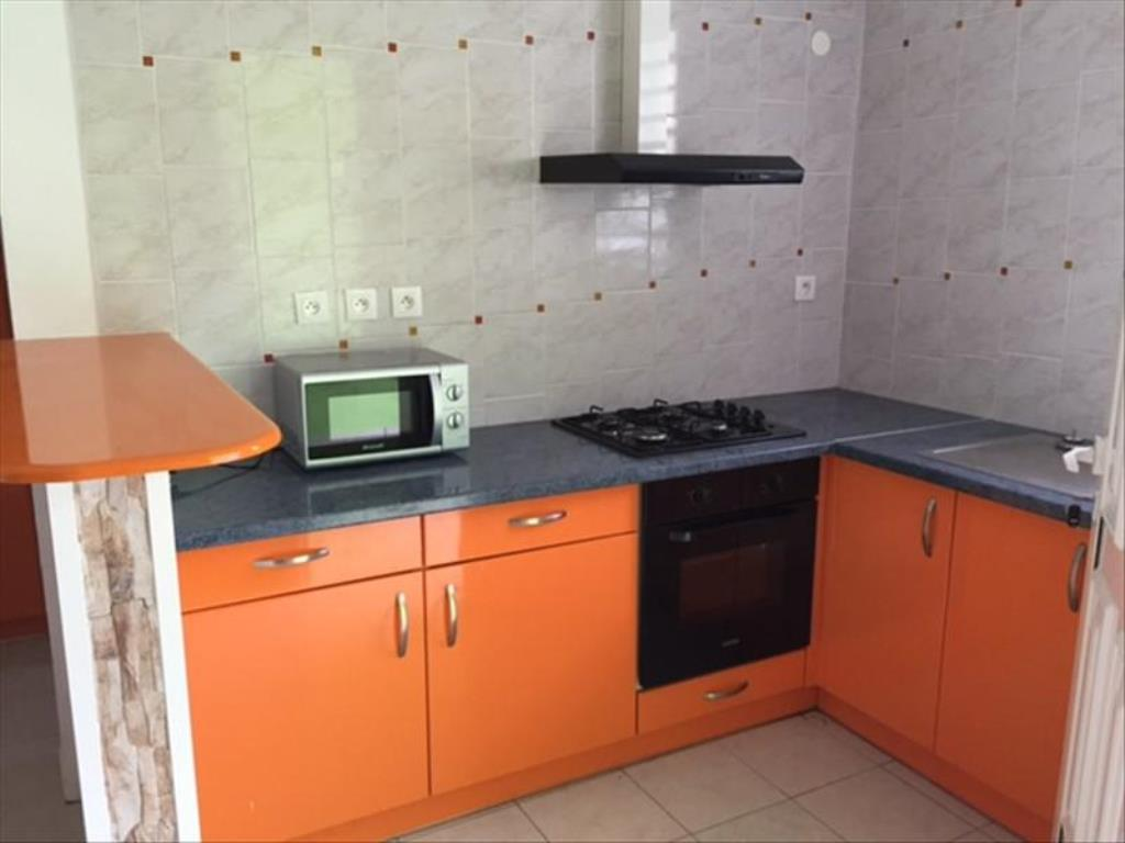 A louer appartement f2 le gosier 14085071 afdi for Cuisine ouverte guadeloupe